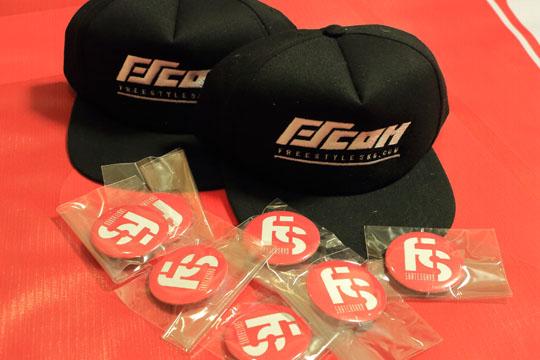FScomバッジとキャップ 帽子