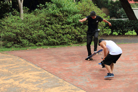 スケートボードの撮影シーン