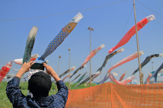 国分川鯉のぼりフェスティバル で撮影楽しむYuta