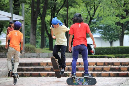 名古屋フリースタイルスケートボードの仲間と滑る