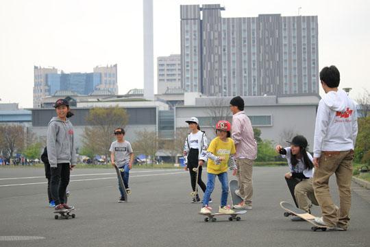 東京 有明の広い公園でスケボー練習会を開催