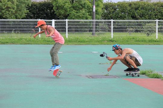 川﨑 柚季 Yuzuki Kawasaki LAKAIを履いてスケボーのNewトリックにトライしたけど残念ながらメイクならず。