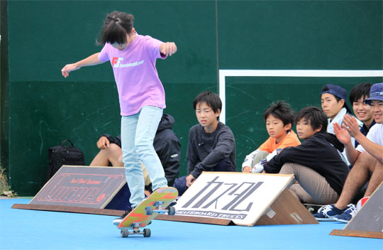 Waka フリースタイルスケートボードコンテストにて